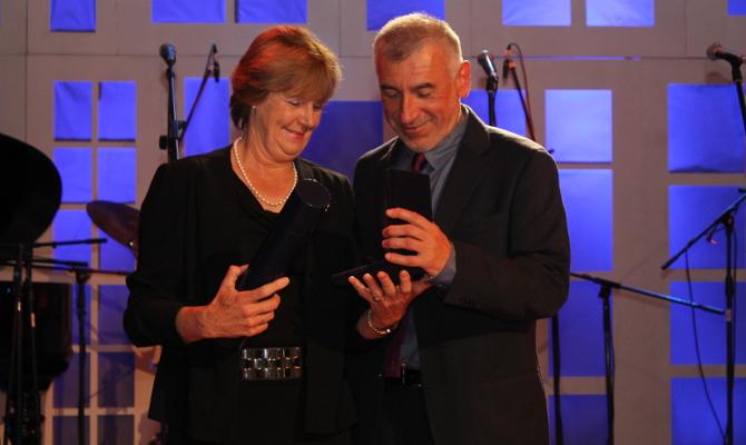 Entrega de la Medalla al Mérito Gremial de la CRCP a Gustavo González Doorman