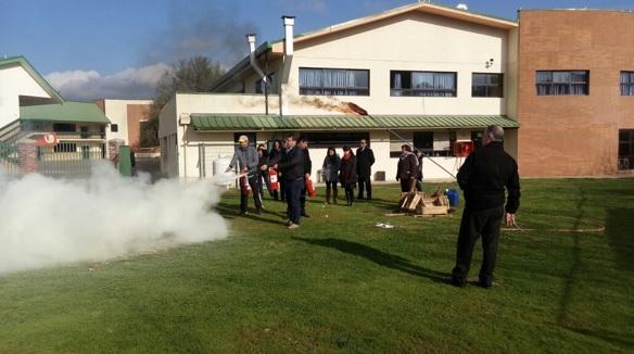 Taller manejo de extintores en Colegio San Antonio