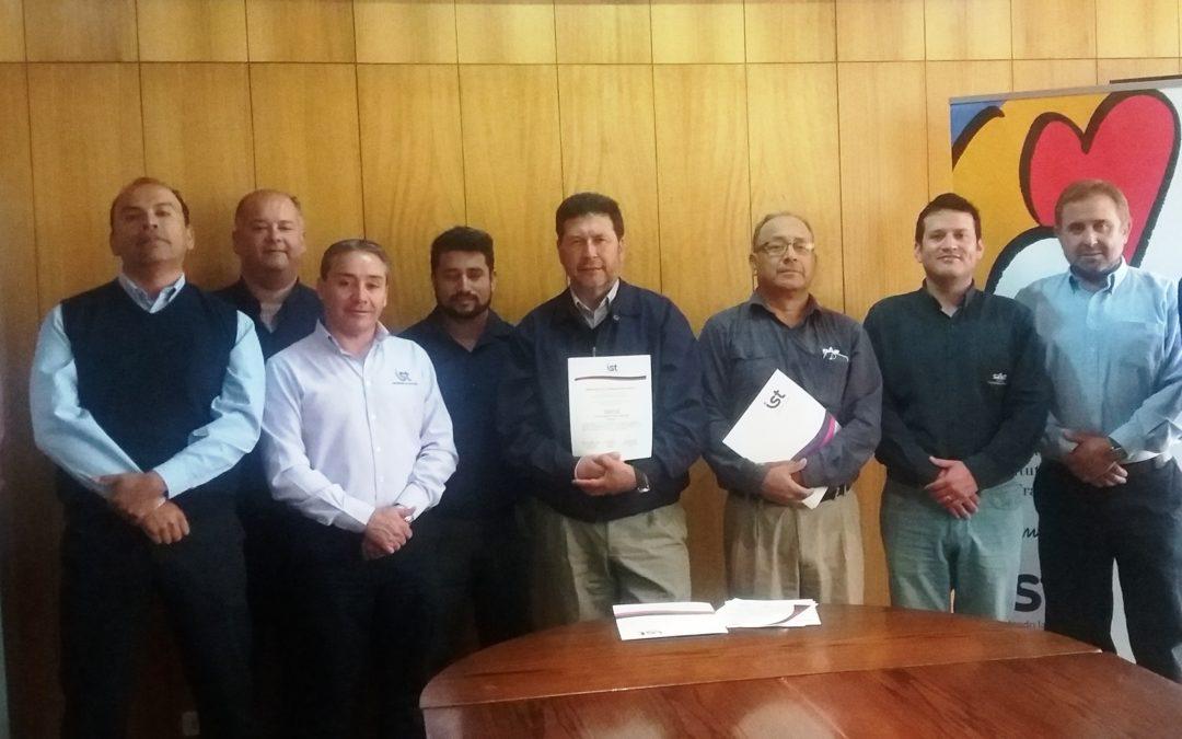 CAP firmó protocolos Prexor y Planesi para sus faenas en Vallenar