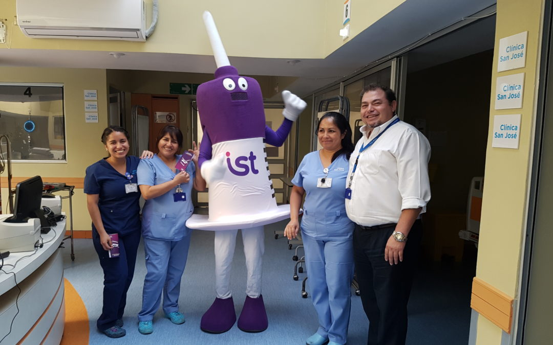 IST visita a funcionarios de Clínica San José de Arica