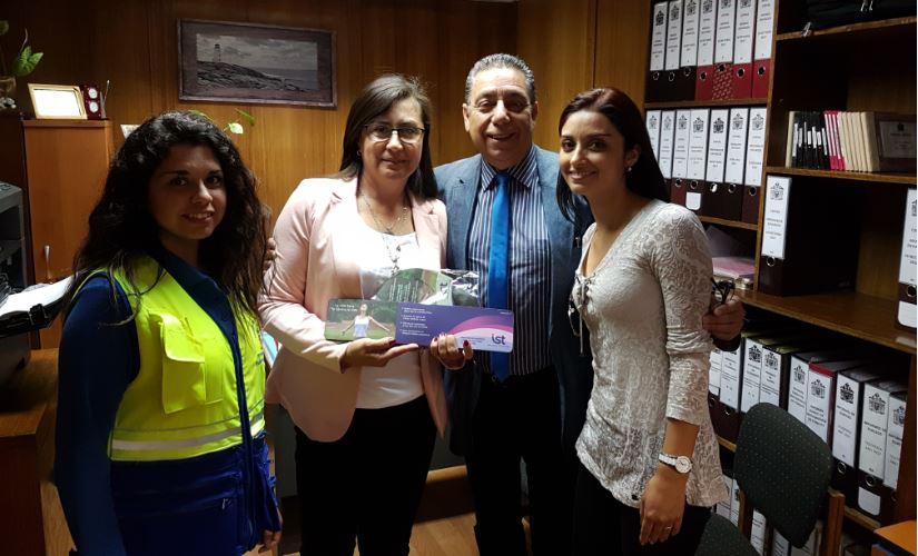 Entrega de kit ergonómico a funcionarios de municipio viñamarino