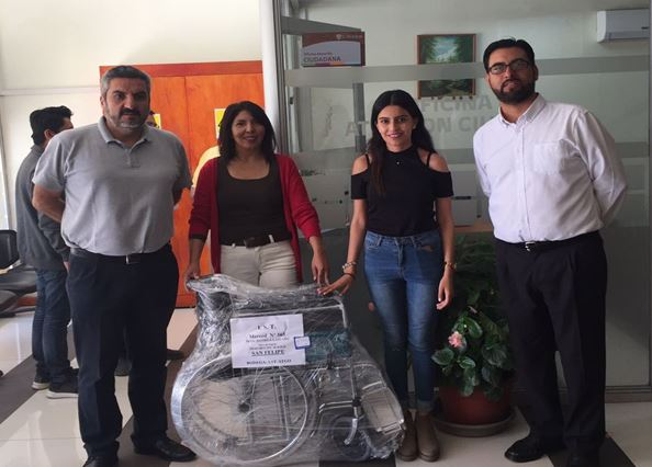 IST entrega silla de rueda a Cementerio de San Felipe