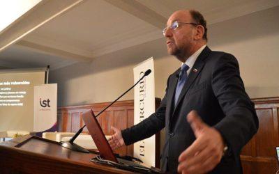 Ministro Alfredo Moreno presentó los desafíos del desarrollo social en Chile