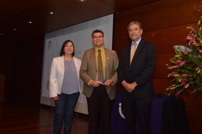 Distinción Aporte Destacado en Prevención - Samuel Vásquez del Hospital Dr. Mario Sánchez Vergara